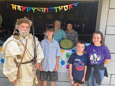 Crockett Tavern holds celebration in honor of Davy Crockett's birthday