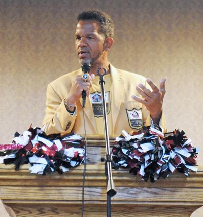 Reed urges Trojans to challenge themselves, be responsible