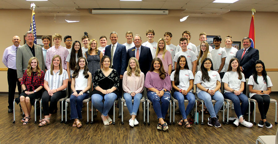 Governor Lee meets with Hamblen Youth Leadership class