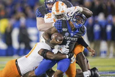 Late fourth down stop carries Tennessee to 17-13 win