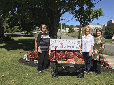 Smoky Mountain HHH delivers meals to Serenity House