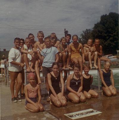 1962 Swim Team.jpg