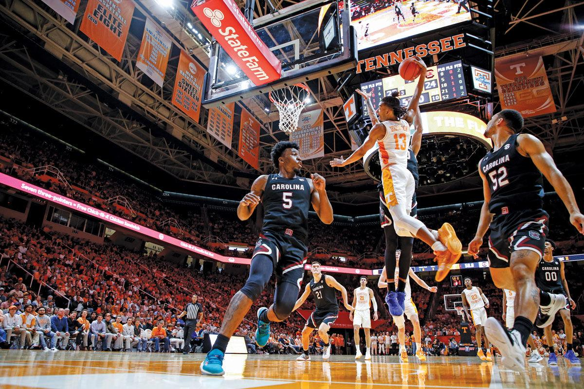 Tennessee ekes out 56-55 victory over South Carolina