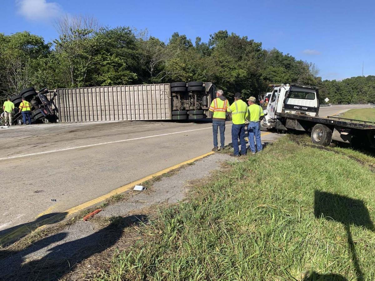 Two injured in cattle truck wreck on U.S. 25E