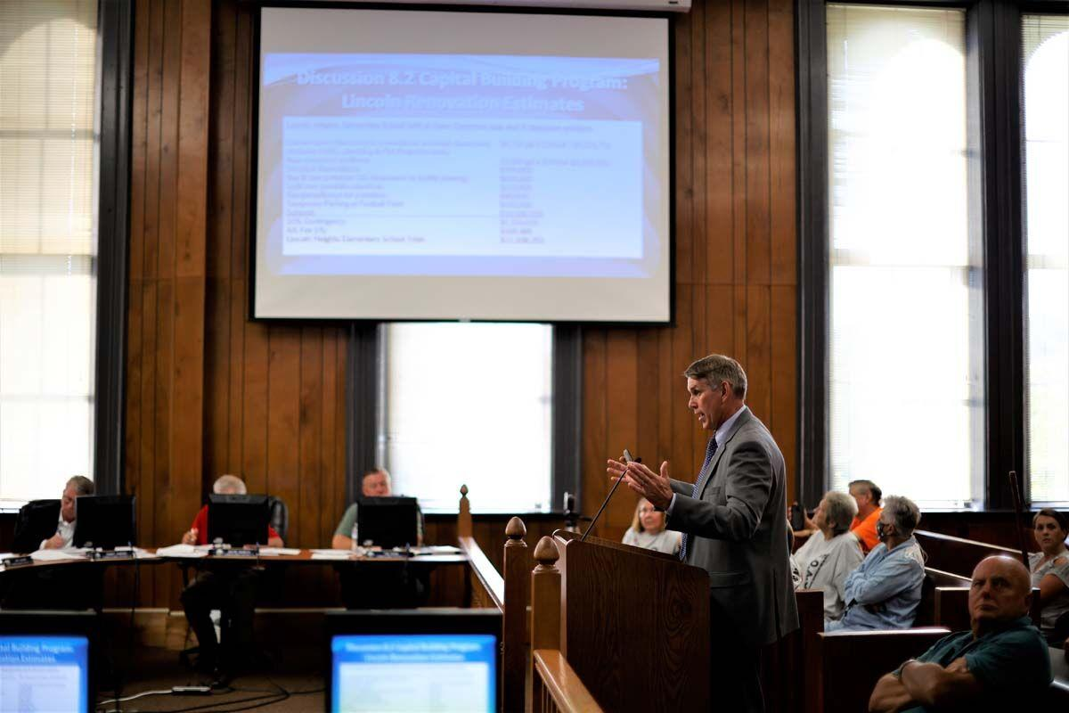 Perry  presents Lincoln Heights  plan to  commission