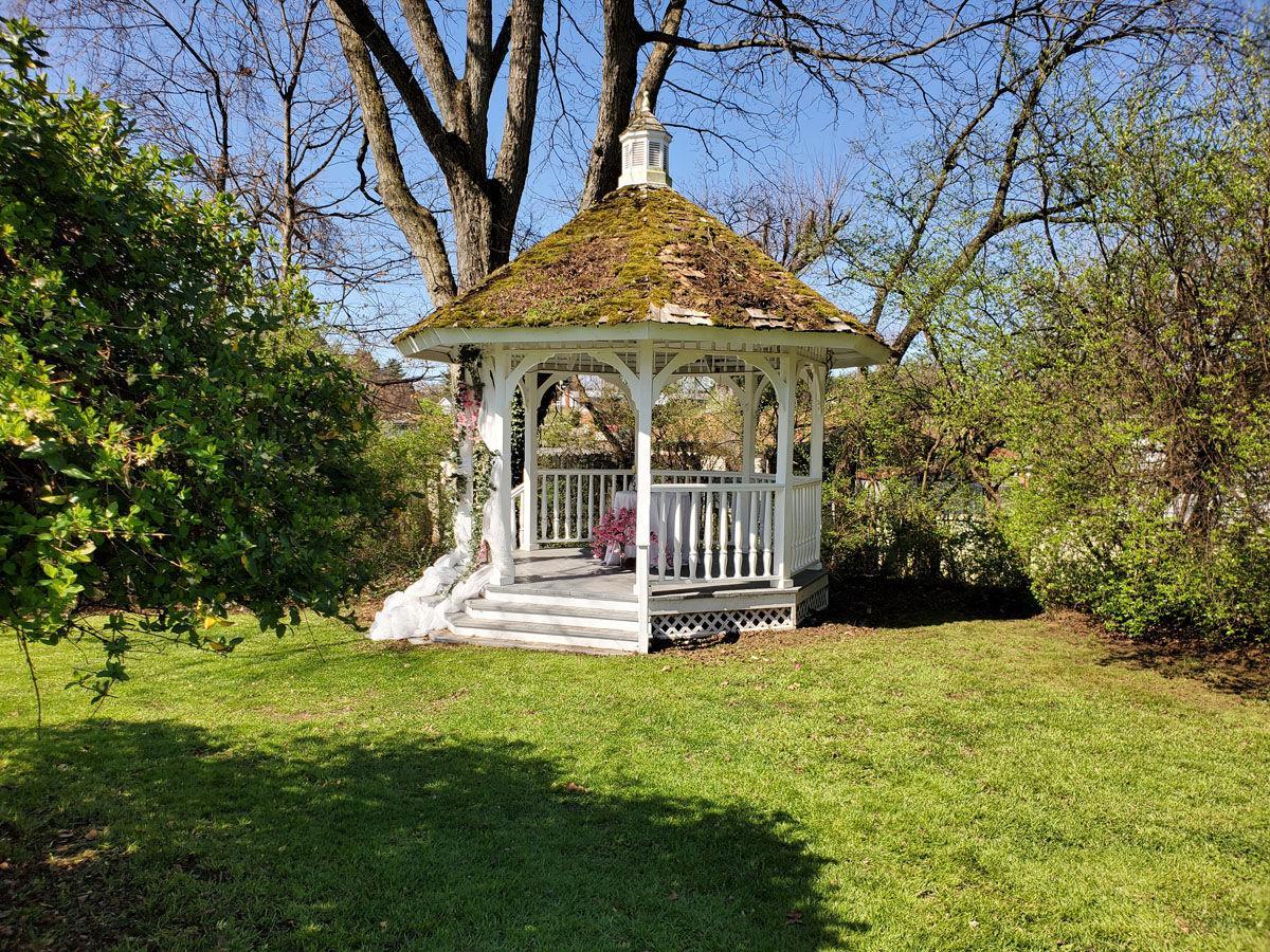 Arrow Hill Mansion hosts wedding venue event