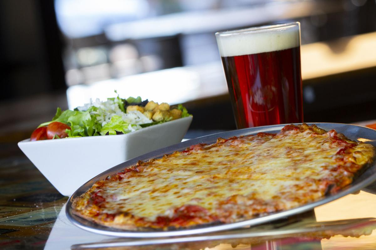 cheese-pizza-side-salad-182A9710.jpg