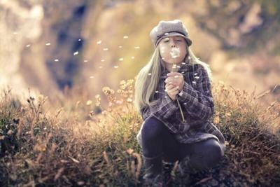girl-blowing-dandelion