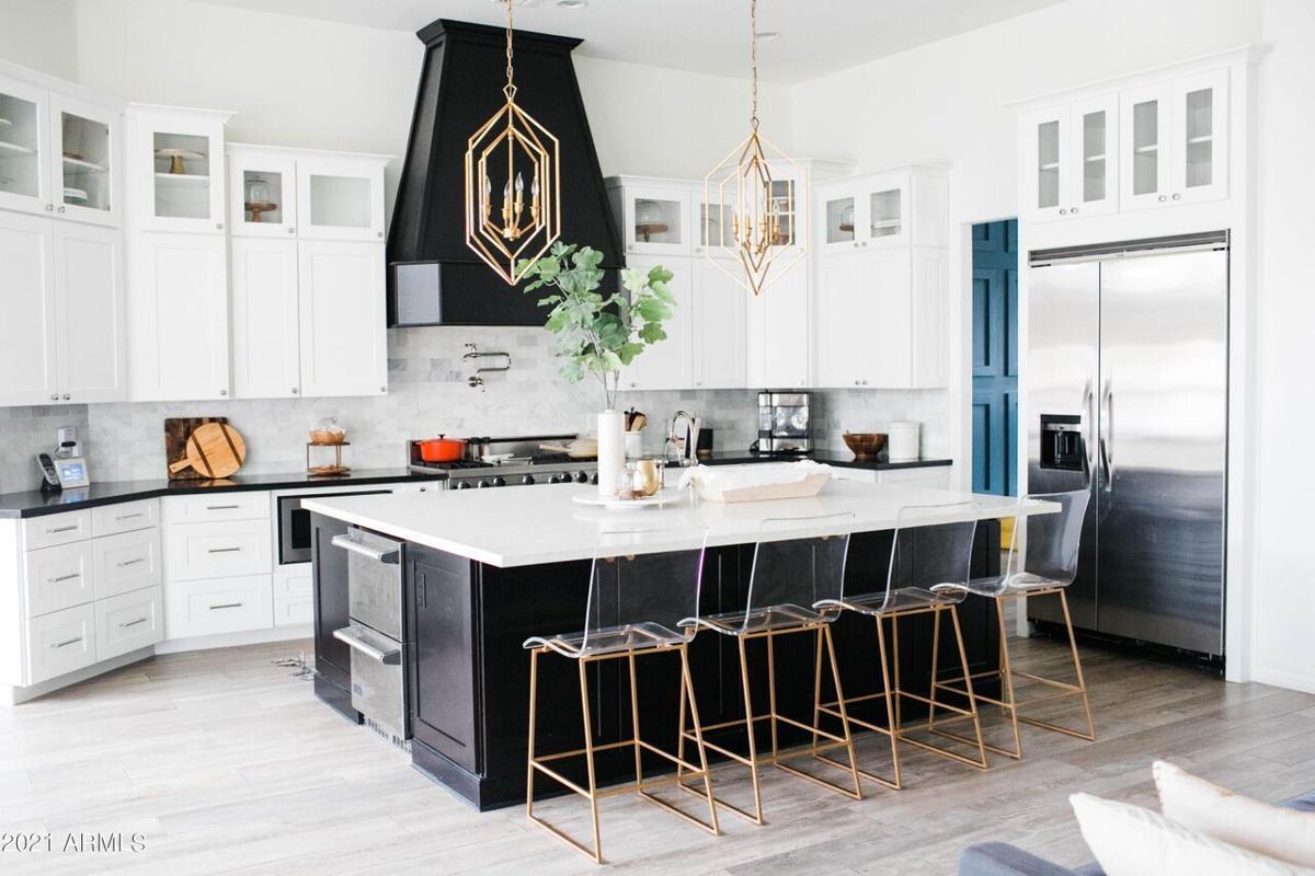 5537 Alameda_kitchen.jpg
