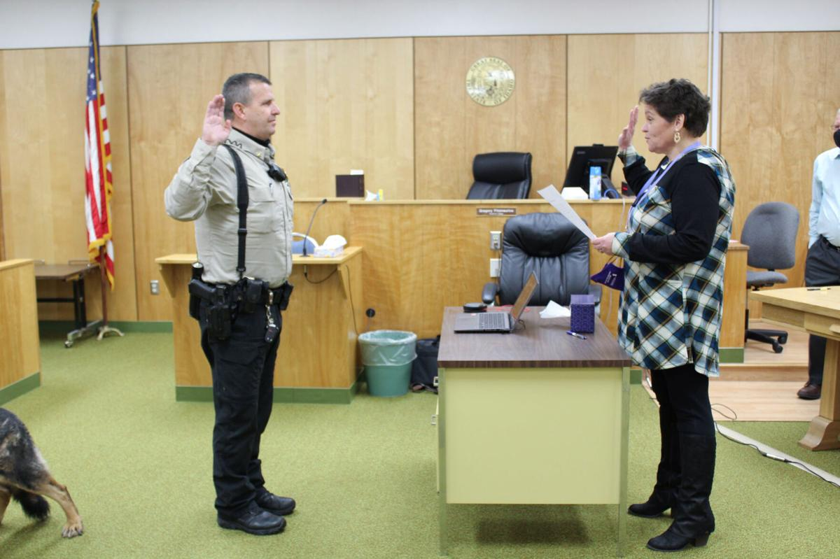 Sheriff Jason Davis sworn in photo
