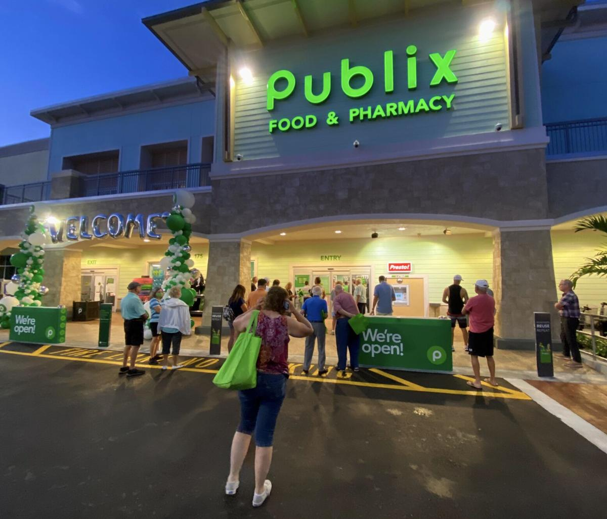 Island's New Publix 2. Shoppers started lining up at 630 A.M..jpeg