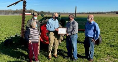 Carper receives Farm Bureau award