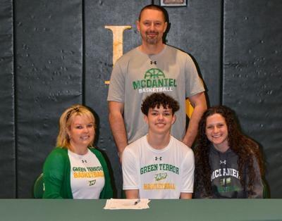 College signing Gabe Spinks
