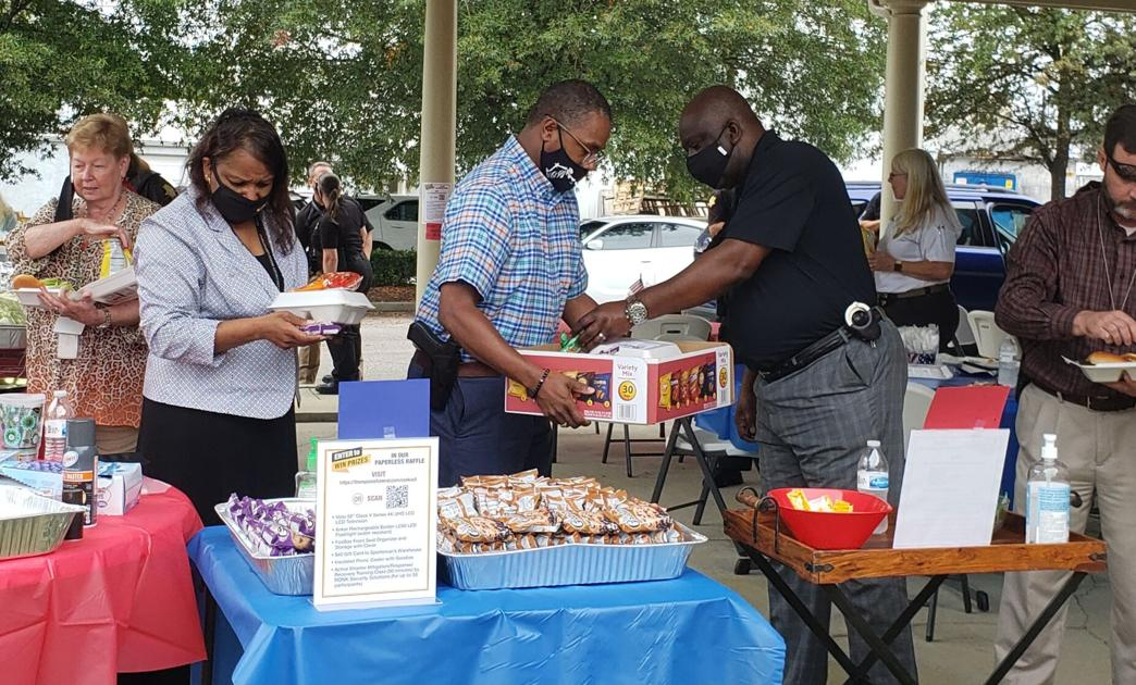 Thompson Funeral Home Columbia Holds Annual Cookout To Honor First Responders Columbia Coladaily Com