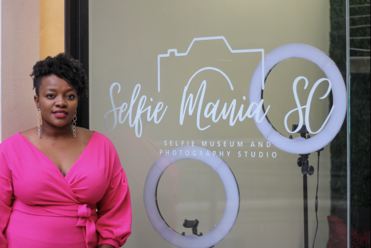 Conetta Griffin - Selfie Mania.png
