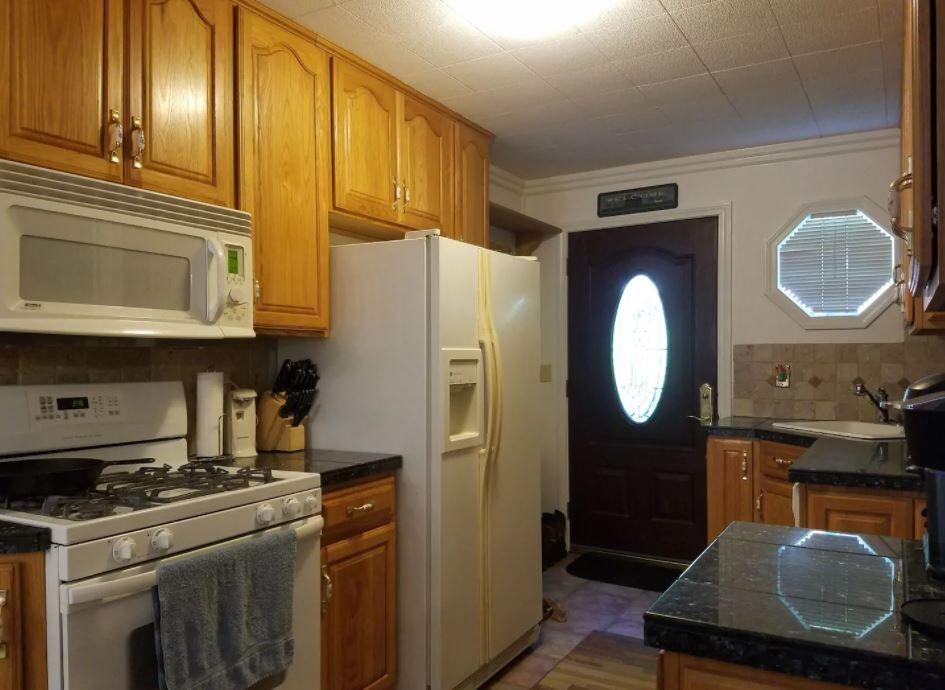house kitchen.JPG