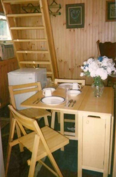 cottage dining area.JPG