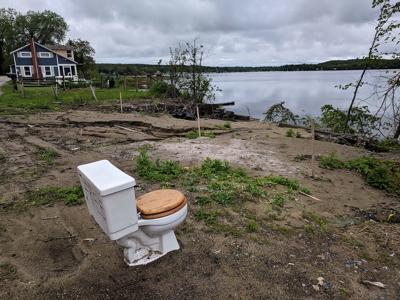 Toilet on the bay-img