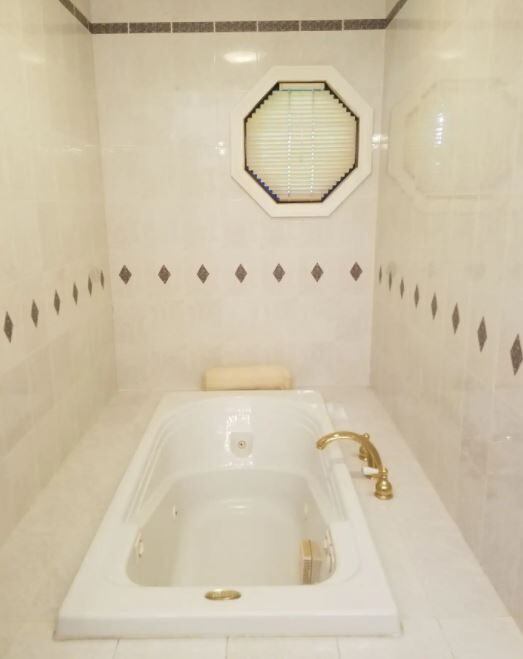 house tub.JPG