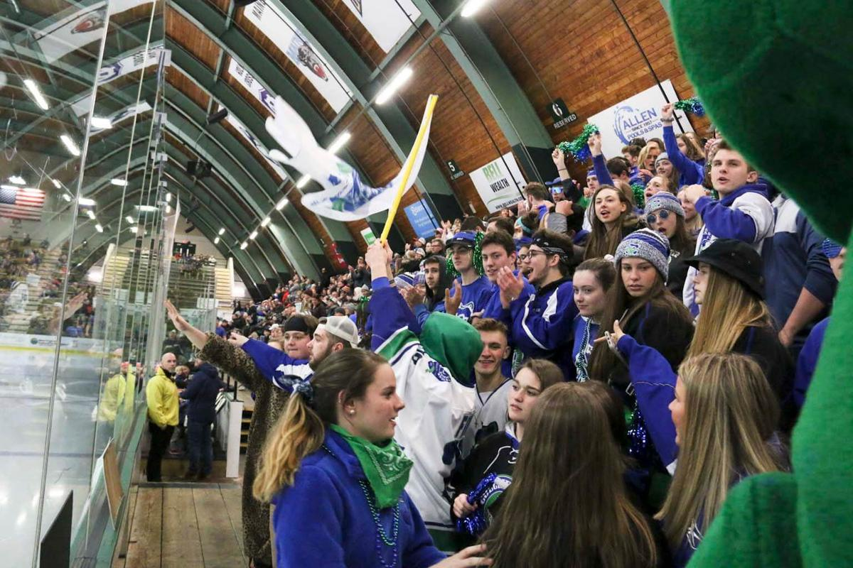 Woodstock defeats Colchester in the D-II hockey final, 3-1
