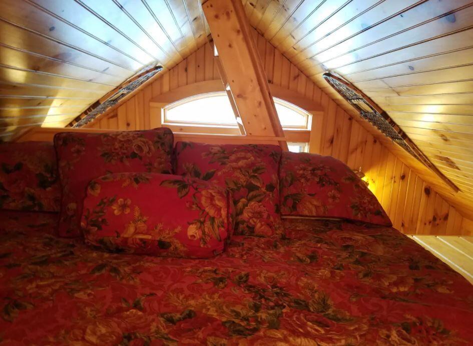 cottage loft 2.JPG