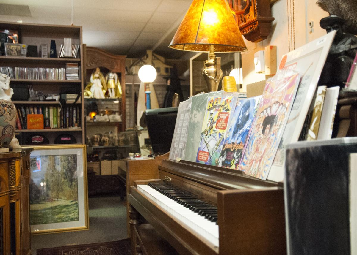 Lion Antiques, Piano