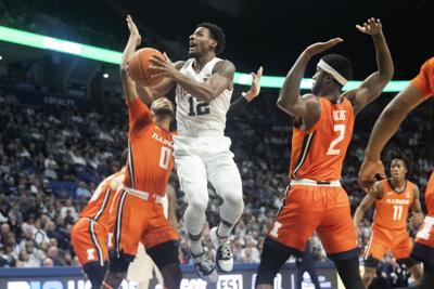 Men's Basketball vs Illinois, Brockington (12) layup