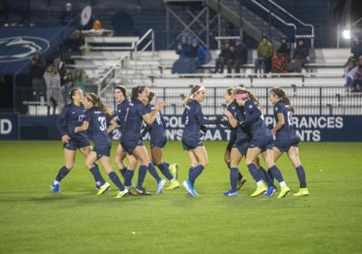 Women's Soccer vs Illinois, Team Celebrates