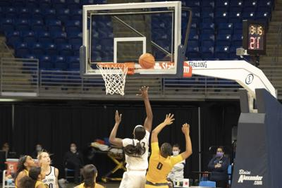 Womens Basketball VS Coppin State, Cash (33) Layup