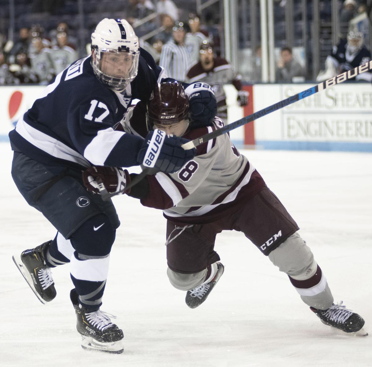 Men's hockey vs. Ottawa, Barratt (17)