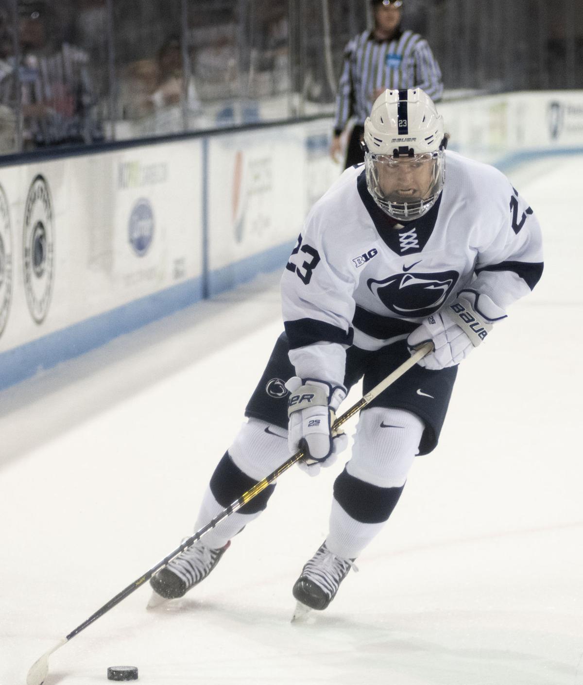 Men's hockey vs. Minnesota, Gober (23)
