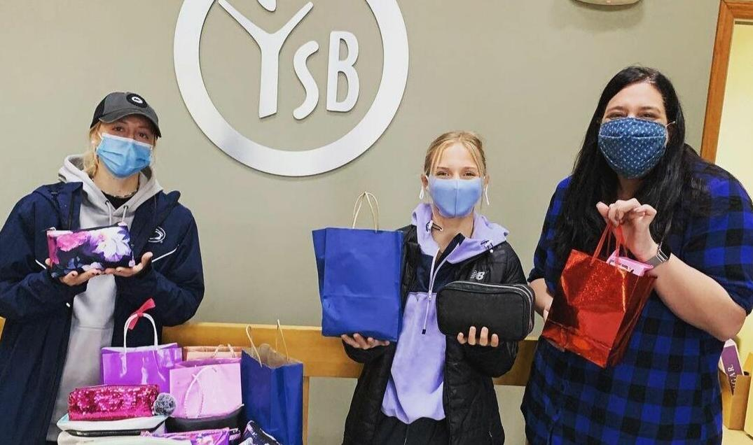 Penn State field hockey puts together 'beauty bags' for the Center County Youth Service Bureau