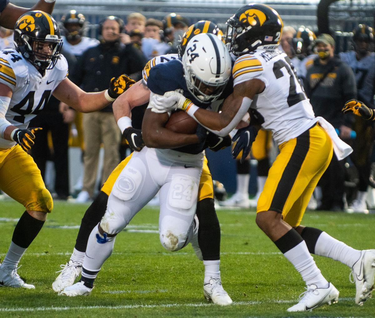 Football vs Iowa, Keyvone Lee (24) touchdown