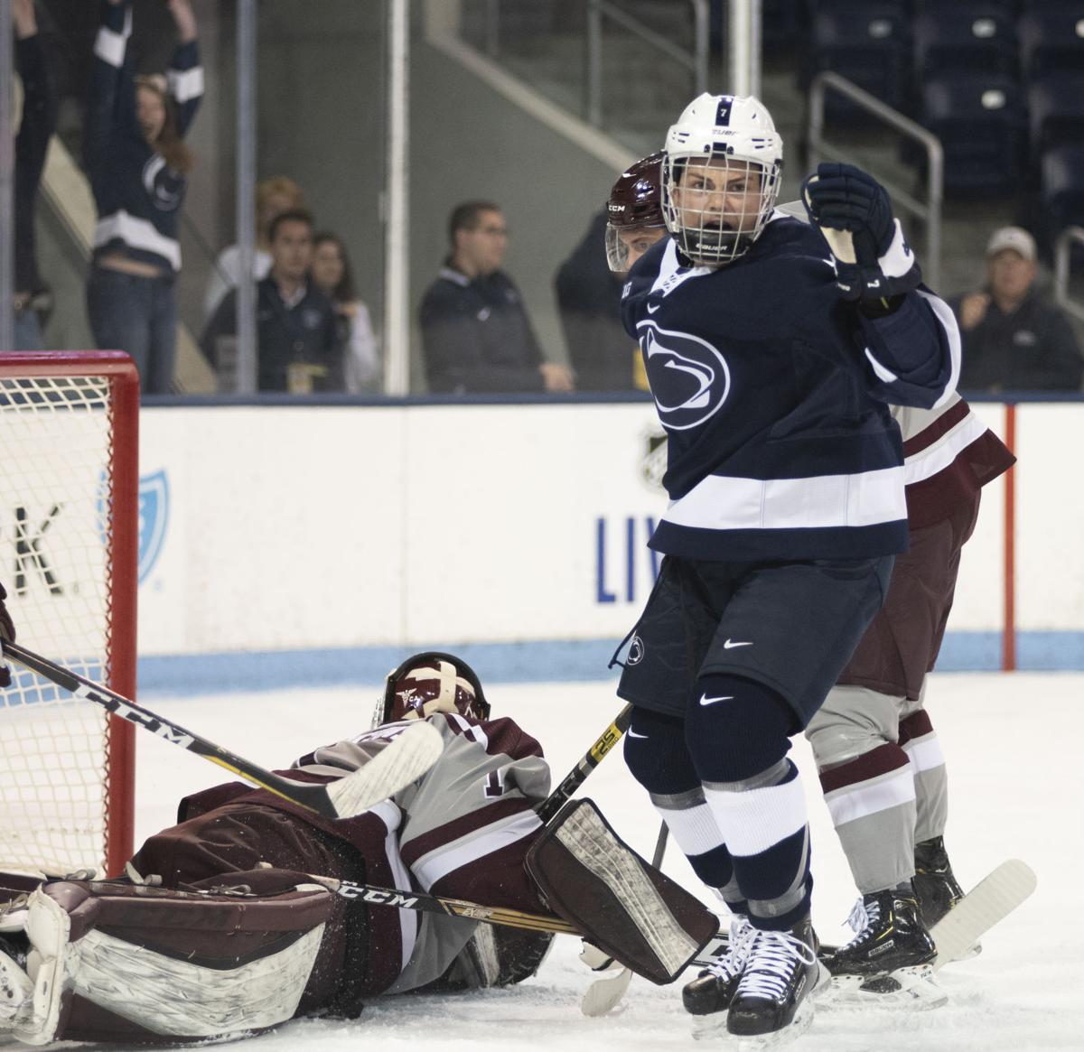 Men's hockey vs. Ottawa, Bell (7)