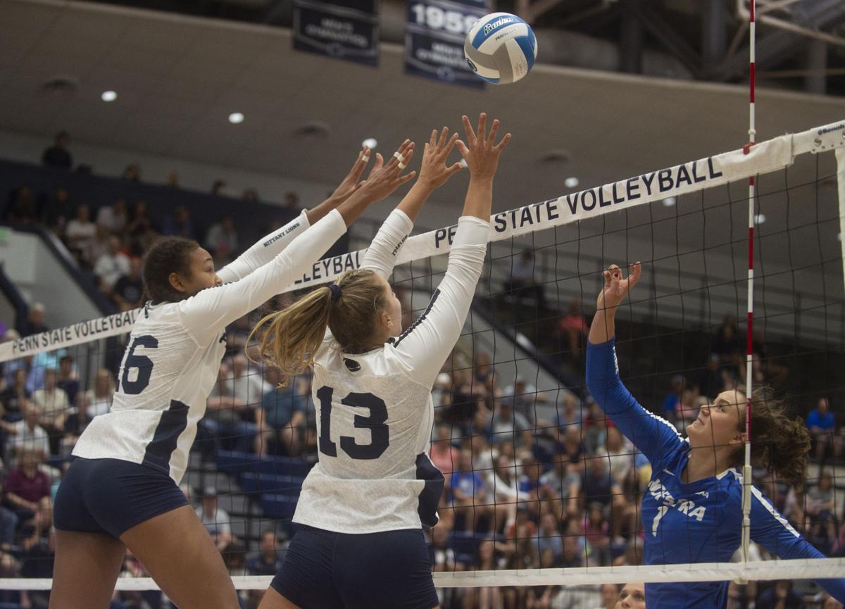 Women's Volleyball vs. Hofstra, Blossom (13) and Gray (16) Go Up For The Block