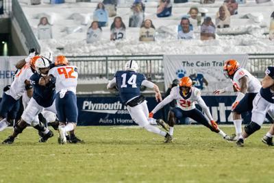 Penn State football vs. Illinois, Sean Clifford (14) Runs Ball