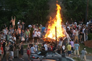 Harrisonburg block party turns to riot when thousands take on police forces