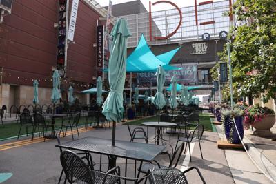 100320-dg-outdoor-dining0002.JPG