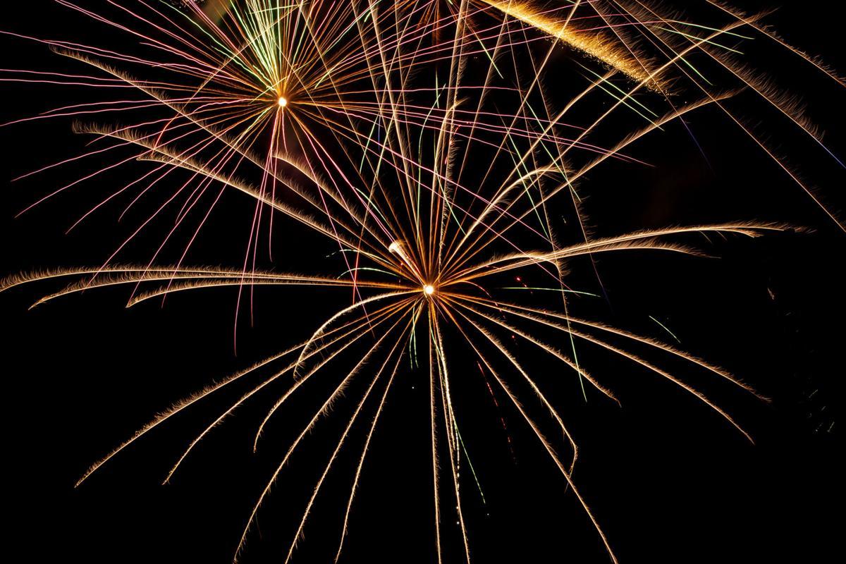 070420-news-fireworks 04