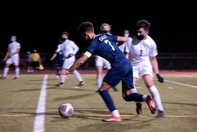 Hood River Valley junior midfielder Jaden Dubon