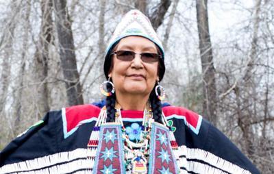 Artist H'Klumaiyat of Warm Springs honored