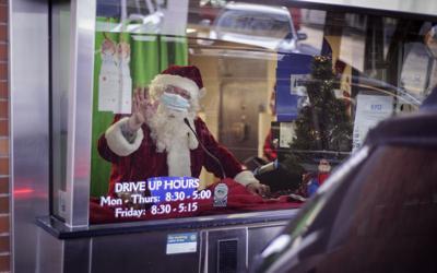 12-16 TD Drive Through Santa_MBG5704.jpg