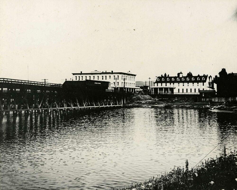 03-10 HISTORY 1890s-Mill Creek-railroad tressel-Umatilla House-TD Hotel.jpg