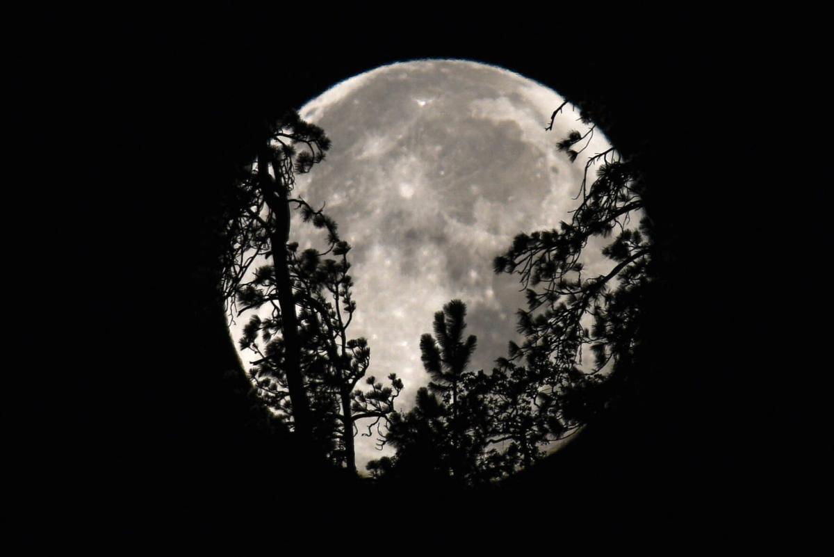 B IN SKY Sturgeon Moon setting 063.jpg