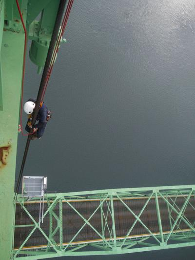 Bridge work in Hood River