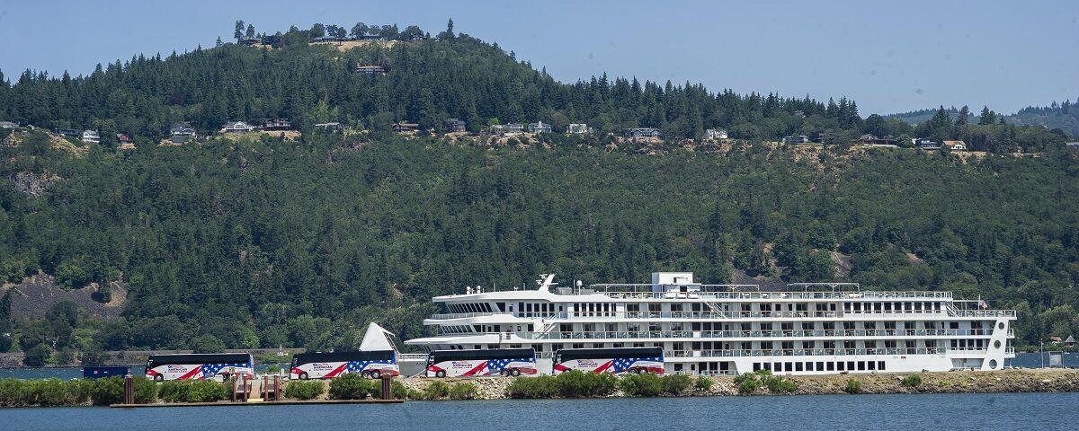 HR Tour Boat