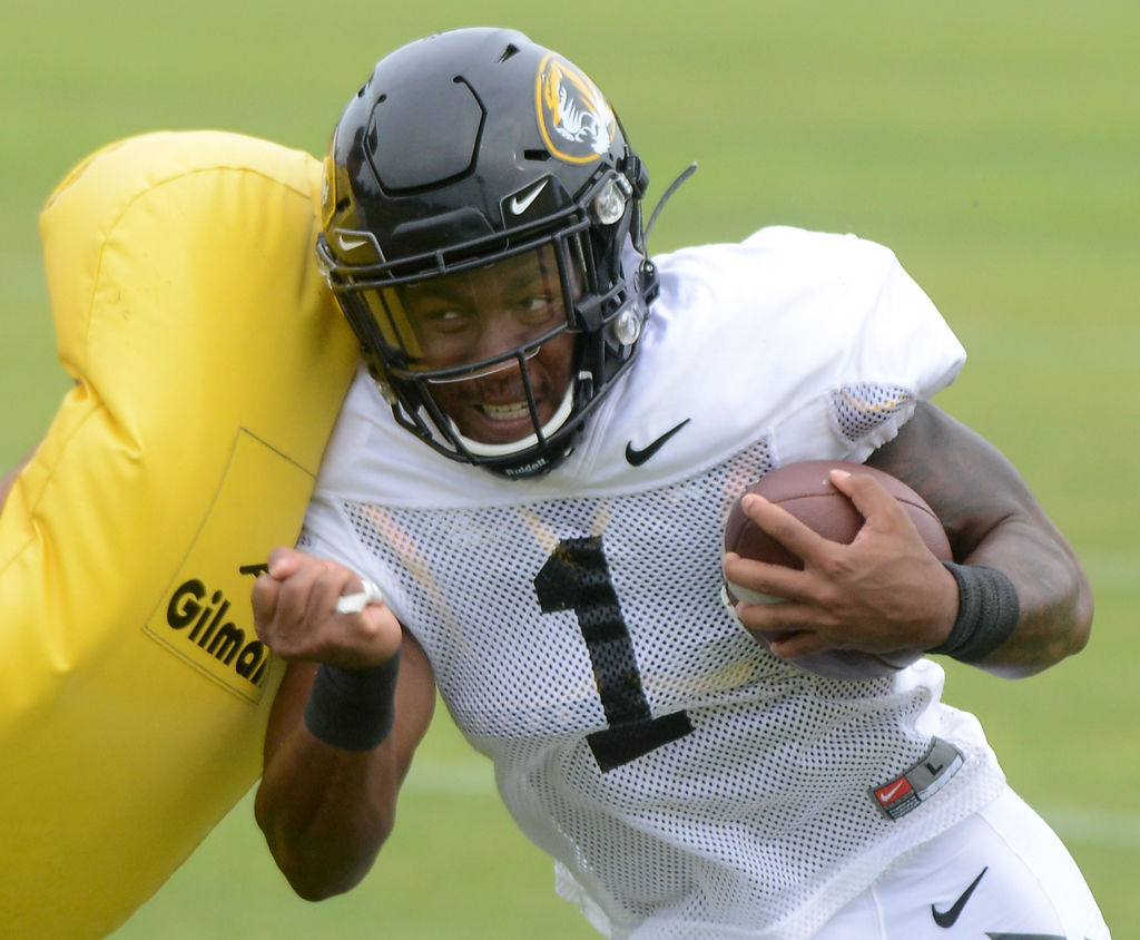 Runningback Tyler Badie drops a shoulder during a light contact drill