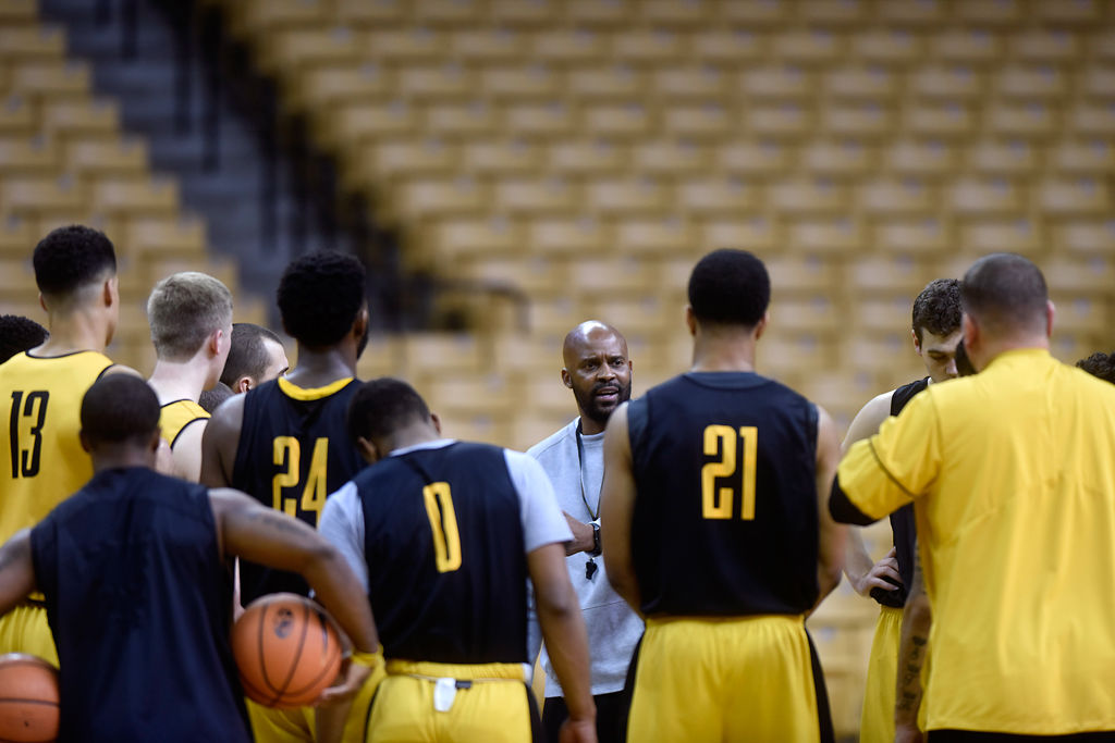 Head coach Cuonzo Martin speaks with his players during practice (copy)