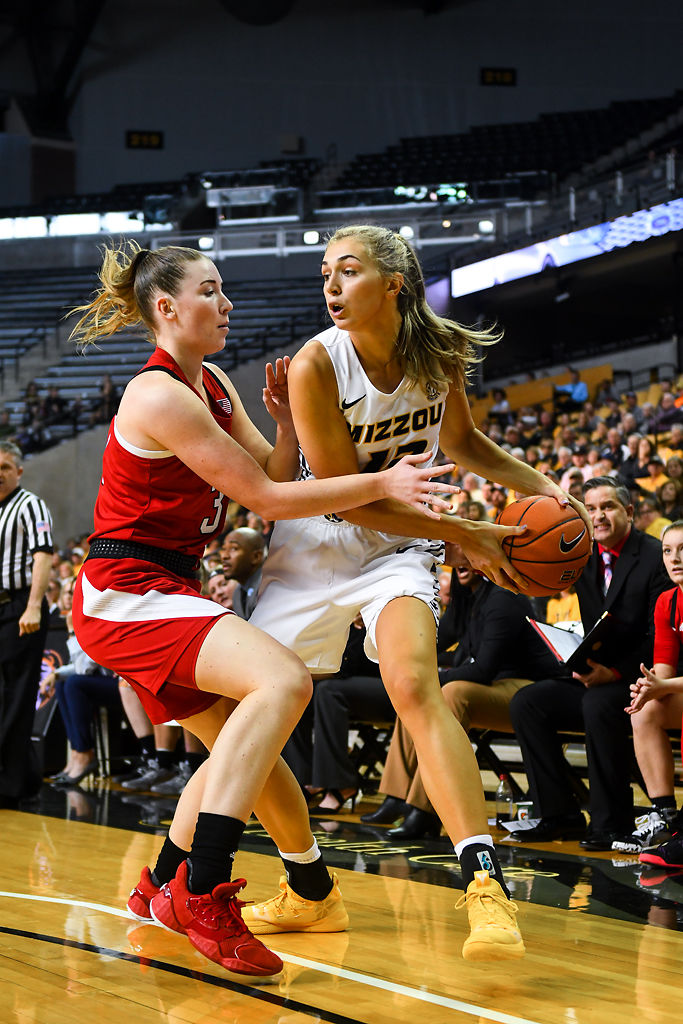 Missouri senior Hannah Schuchts keeps