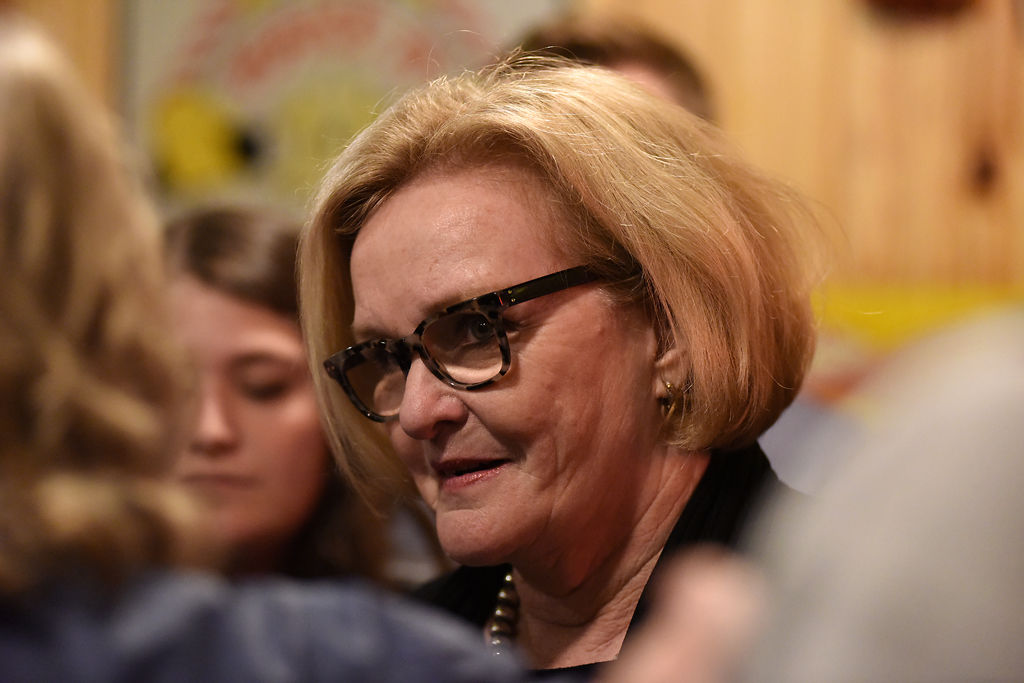 Claire McCaskill talks to supporters